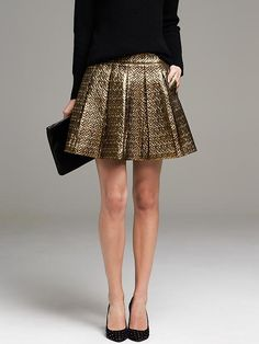 Skip the glitter hangover this party season: Swap your tried-and-true sparkly dress for a short metallic skirt when you hit the down. Gold Skirt, Metallic Skirt, Sparkly Skirt, Box Pleat Skirt, Box Pleats, Look Casual, Casual Chic, Cable Knit Sweaters, Skirt Outfits