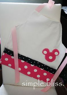 Kid's Apron... can't wait to start baking with my baby girl!