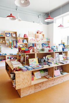 wood display cases and kids merchandise inside mapamundi Stationary Shop, Stationery Store, Bookstore Design, Party Deco, Store Displays, Kids Store Display, Boutique Deco, Shop Fittings, Store Fixtures