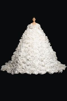 Valentino Couture, Valentino Women, Couture Looks, Haute Couture Fashion, Collection Couture, Designer Collection, Vogue Paris, Vogue Fashion, Fashion Show