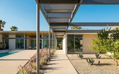 Donald Wexler's home still shines in Palm Springs - Mid Century Home Spring Architecture, Home Still, Modern Architects, Contemporary Style Homes, Indoor Outdoor Living, Spring Home, Mid Century House, Mid Century Modern Design, New Builds
