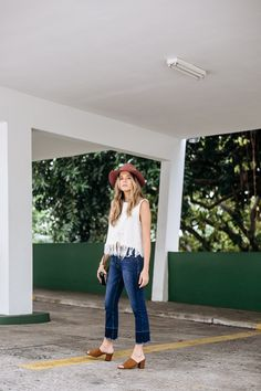 Maristella in a casual denim summer outfit look with fedora hat and brown mules