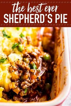 Homemade shepherd's pie is the ultimate comfort food. This simple recipe is made completely from scratch like the traditional, but uses ground beef instead of lamb for a more budget friendly family meal. Filled with healthy vegetables and super comforting Shepherds Pie Recipe Pioneer Woman, Shepherds Pie Recipe Healthy, Healthy Shepards Pie, Shepards Pie Easy, Shepherd's Pie Pioneer Woman, Shepherds Pie Recipe With Gravy, Sheperd Pie Recipe, Gluten Free Shepards Pie, Slow Cooker Shepards Pie