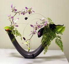 Beautiful arrangement! Стиль Дзиюка Jiyuka. Via Ikebana Ikenobo Russia