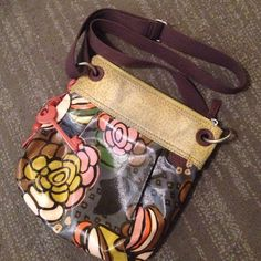 Fossil Cross-Body Purse Floral print cross-body purse. Outside has one large pocket and inside has many smaller pockets. Fossil Bags Crossbody Bags
