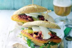 Een burger-de-luxe met heel veel smaakmakers - Recept - Kipburger - Allerhande
