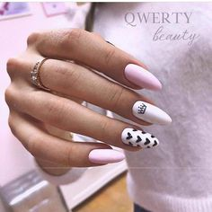 Semi-permanent varnish, false nails, patches: which manicure to choose? - My Nails Sky Nails, Aycrlic Nails, Fire Nails, Coffin Nails, Stylish Nails, Trendy Nails, Maquillage Hello Kitty, Pink Manicure, Baby Pink Nails