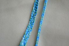 friendship bracelet How to make friendship bracelets These are different than the macramé knot tying bracelets. These are all done by finger weaving loops. Friendship Bracelets Tutorial, Bracelet Tutorial, Friendship Bracelet Patterns, Woven Bracelets, Fashion Bracelets, Bracelet Crafts, Jewelry Crafts, Jewelry Ideas, Dyi