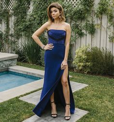 Exclusive: Here's How Sarah Hyland Got Ready for the 2016 SAG Awards - The complete look  - from InStyle.com