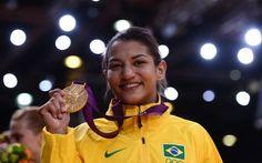 Sarah Menezes faz história e fatura primeiro ouro feminino do judô
