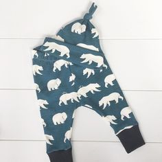I'm a bit jealous of these cute leggings. They look so comfortable and I would love to curl up in a pair. . . . . . #mommytobe #mompreneur #momswithcameras #momtobe #momtogs #mycreativebiz #naturalbaby #newborn  #organicbaby #organiccotton #pixel_kids #shophandmade #shoplocal #shopsmall #swaddle #teethingsucks #thatsdarling #toddlelife #tummytime #uniteinmotherhood #realmakersofig #etsywholesale #babylovepdx #organicbabyclothes #naturalmama #kidstyle #etsyforlittles #newbabygift…