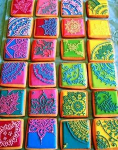 The website for these Mehndi-inspired cookies is no longer active. But its photo is inspiring. Do the Mehndi with white or black icing and you'll have yourself some beautiful lace decorated cookies for a wedding or Halloween or Valentine's day event. Galletas Cookies, Cute Cookies, Cupcake Cookies, Sugar Cookies, Cookies Et Biscuits, Iced Cookies, Iced Biscuits, Fancy Cookies, Making Cookies