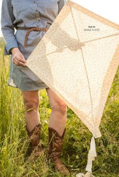 How to Make a Kite by Jo Photo - Style Me Pretty Living Kites For Kids, Diy For Kids, Cool Kids, Crafts For Kids, Kids Fun, Summer Crafts, Easter Crafts, Homemade Kites, Kites Craft