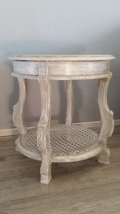 I surprised myself by creating this French look with ease, using Annie Sloan chalk paint. Happy with the result!