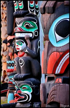 A different view of the totems in Stanley Park Native American Artwork, Native American Tribes, American Indian Art, Native American History, Native Americans, Arte Inuit, Arte Haida, Haida Art, Native Indian