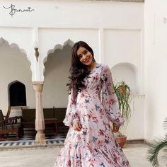 Party Wear Indian Dresses, Indian Gowns Dresses, Indian Fashion Dresses, Dress Indian Style, Indian Designer Outfits, Pakistani Dresses, Designer Dresses, Casual Indian Fashion, Ethnic Fashion