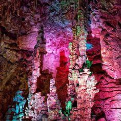 Buenos días #Alifornia! Despertamos enamorados de ésta imagen de las Cuevas del Canelobre, #Busot.  #Alicante #CostaBlanca  @elukashina Grand Canyon, Nature, Travel, Alicante Spain, Urban Park, Caves, Bom Dia, Parks, Naturaleza