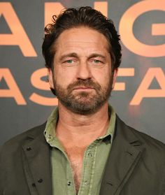 """Gerard Butler Photos Photos - Gerard Butler attends the Photocall For Lions Gate's """"Angel Has Fallen"""" at the Beverly Wilshire Four Seasons Hotel on August 2019 in Beverly Hills, California. Photocall For Lions Gate's 'Angel Has Fallen' Gerard Butler, Hd Movies, Movies Online, The Beverly, Beverly Hills, London Has Fallen, Beverly Wilshire, Lions Gate, Gb Bilder"""