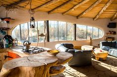 Some more pictures of Hobbitówa, found here. This beautiful hobbit house is located in Krzywcza, Poland. It was made by the polish architect Bogdan Pekalski, and is built out of natural materials with. Casa Dos Hobbits, Cob Building, Green Building, House Building, Earth Bag Homes, Earthship Home, Mud House, Tiny House, Adobe House