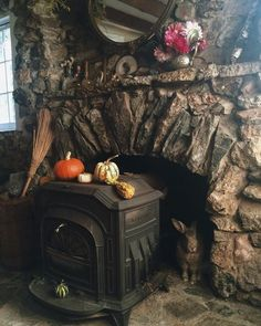 I dream of having a quaint little cottage away from the city where I can enjoy the quiet of nature. Witch Cottage, Cottage In The Woods, Witch House, Cozy Cottage, Hansel Y Gretel, Witch Decor, Witch Aesthetic, Autumn Aesthetic, Halloween Party Decor