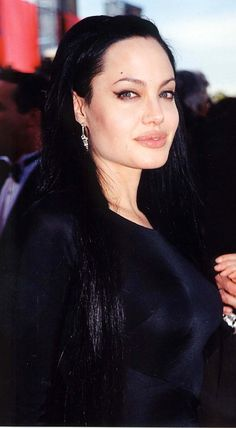 72nd Academy Awards - March 26th 2000 - 002 - Angelina Jolie Fan Photo Gallery | Angelina Jolie Fansite Gallery