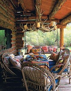 Rustic outdoor lighting ideas for your rustic porch and patio area - Decoration ideas Rustic Patio, Rustic Outdoor, Rustic Exterior, Rustic Farmhouse, Rustic Wood, Cabin Homes, Log Homes, Ideas De Cabina, Cabin Porches