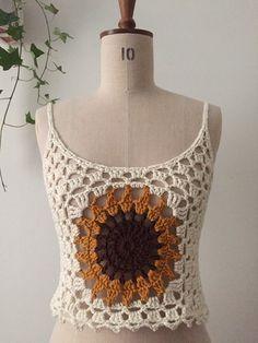 Sunflower crochet top size M 38 Crochet Tank Tops, Crochet Summer Tops, Crochet Shorts, Crochet Clothes, T-shirt Au Crochet, Basic Crochet Stitches, Crochet Purses, Crochet Patterns, Crochet Sunflower