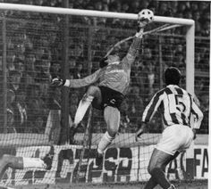World Football, School Football, Football Fans, Football Players, Sports Pictures, Great Pictures, Vintage Football, Historical Pictures, Goalkeeper