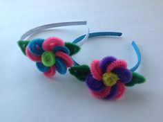 DIADEMA CON FLOR HECHA CON LIMPIA PIPAS . HEADBAND WITH FLOWER MADE WITH...