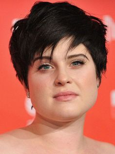 12 Effortless Pixie Cuts for Women with A Fat Face pixie cut thin hair round face - Thin Hair Cuts Short Hair For Chubby Faces, Chubby Face Haircuts, Hairstyle For Chubby Face, Hairstyles For Fat Faces, Short Hair Cuts For Round Faces, Short Hairstyles For Thick Hair, Round Face Haircuts, Haircut For Thick Hair, Short Hair With Layers
