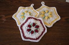 Cute potholder that makes use of the popcorn stitch.