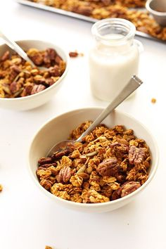 PUMPKIN Pecan Granola with pepitas, naturally sweetend with maple syrup! #fall #vegan #glutenfree
