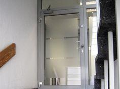 Diskretion leicht gemacht: mit unseren Lösungen für Glastüren und Fenster. Bathroom Medicine Cabinet, Mirror, Furniture, Home Decor, Privacy Screens, Windows, Decoration Home, Room Decor, Mirrors