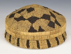 Basket Possibly Shoowa People Kasai region, DR Congo Early 20th century - Raffia palm fiber, coiling, embroidery