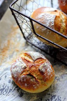 Ekspresowe bułki Country Bread, Doughnut, Bread Recipes, Breakfast Recipes, Food And Drink, Cookies, Cake, Breads, Desserts