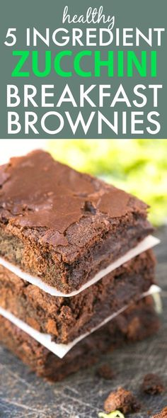 Healthy 5 Ingredient Flourless Zucchini BREAKFAST BROWNIES- Moist, gooey and secretly healthy, these super fudgy brownies have NO…