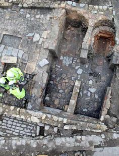Public given chance to see 18th century tobacco pipe factory discovered by archaeologists in Bath