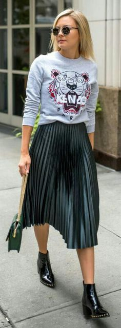 Pleated skirt with graphic t-shirt