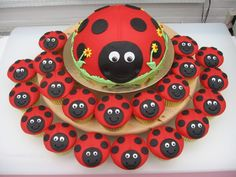 Ladybird cake and cupcakes - nice to have matching cupcakes. kids definitely find them easier - could make this with any animals Ladybug Cakes, Bird Cakes, Ladybug Party, Snowman Cupcakes, Cupcakes Kids, Kitty Cupcakes, Giant Cupcakes, Birthday Cup, 1st Birthday Girls