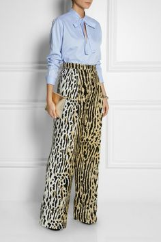 yes to leopard pants -- love animal prints and the full casual flow of these pants. Glamour Fashion, Look Fashion, Autumn Fashion, Fashion Outfits, Leopard Pants, Leopard Dress, Cheetah, Animal Print Fashion, Fashion Prints