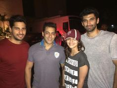 Alia, Sidharth, Aditya, pose with Salman Khan at Kick screening 0