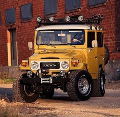 What does your commute look like? Could you see this as your Daily Driver? Toyota Land Cruiser, Land Cruiser 4x4, Jeep Cars, Jeep Truck, White Jeep Wrangler Unlimited, Carros Toyota, Toyota Fj40, Expedition Vehicle, Land Rover Defender