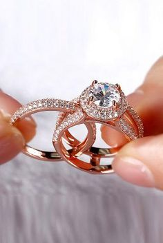 Ring trends change every year. Look at the gallery with the 66 best engagement rings photos. Only hottest engagement ring trends! Wedding Rings Simple, Wedding Rings Vintage, Wedding Set, Wedding Bride, Princess Wedding, Unique Rings, Princess Cut, Wedding Dresses, Gold Wedding