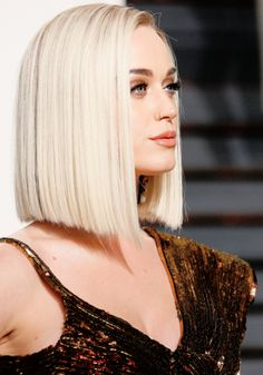 17 Pictures of Super Stylish Celebrity Blonde Blunt Haircuts 2019 to Steal From . Haircuts For Medium Hair, Short Bob Hairstyles, Pretty Hairstyles, Medium Hair Styles, Short Hair Styles, Blunt Haircut Medium, Blunt Bob Haircuts, Female Hairstyles, Hairstyles Pictures