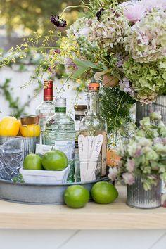 Mix & Match Garden Cocktail Party! Outdoor entertaining / garden entertaining / cocktails / summer cocktails / DIY cocktail bar / summer entertaining ideas