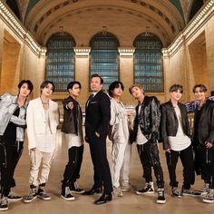 This is a Community where everyone can express their love for the Kpop group BTS Foto Bts, Bts Jimin, Bts Bangtan Boy, K Pop, Namjoon, Taehyung, The Scene, Jimmy Fallon, I Love Bts
