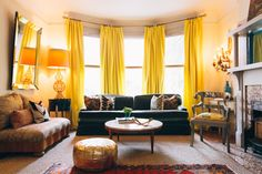 Heather and Dave's Eclectic Enclave Heather and Dave's Eclectic Enclave Love the bright curtains and the dark sofa. Home Living Room, Apartment Living, Apartment Therapy, Living Spaces, Bright Curtains, Yellow Curtains, Velvet Curtains, California Homes, Of Wallpaper