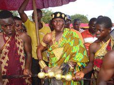 Parures en Or , Tenues Traditionnelles Akan portées par un Roi kwaku Bonsam au Ghana en Afrique de L'Ouest