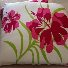 Duo grands carres coussins tissu martinique. Tel: 79-100224/5/6/7/8/9  WHAT'S UP 70365654 TinyExtravagance