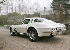 1964 Corvette - There are 6 rear tail lights. This car came optioned from the factory (Option the additional 2 red lamps, known as the California Custom Option. Old Corvette, 1965 Corvette, Chevrolet Corvette, Corvette Summer, Pontiac Gto, Chevy, Retro Cars, Vintage Cars, Antique Cars
